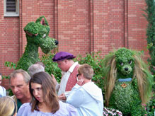 lady and the Tramp topiary in the Italy pavilion at Epcot